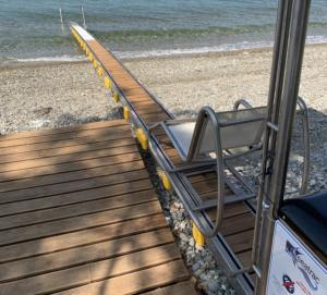 """Μια """"γέφυρα"""" στη θάλασσα για άτομα με κινητικά προβλήματα"""
