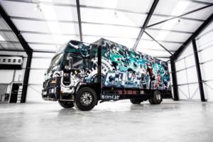 Σε δημοπρασία έργο του Banksy πάνω σε φορτηγό