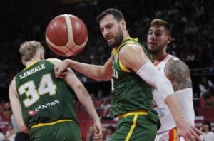 Μουντομπάσκετ 2019: «Βολές» για τους διαιτητές! Έδειξε λεφτά και έβριζε ο Μπόγκουτ – videos