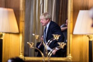 Brexit: Δημοκράτης Τζόνσον, υπόσχεται… διαγραφές σε όποιον καταψηφίσει!