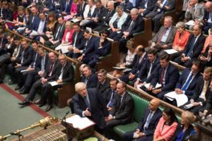 Βρετανία: Στη δικαιοσύνη προσφεύγουν βουλευτές αν ο Τζόνσον δεν αναβάλει το Brexit