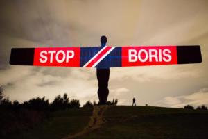Brexit: Λευκή πετσέτα από τον Τζόνσον μετά την τριπλή ήττα