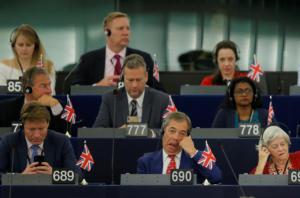 Brexit: Μαλλιά… κουβάρια στο Ευρωκοινοβούλιο! Προειδοποιήσεις, ειρωνείες και παράταση υπό όρους