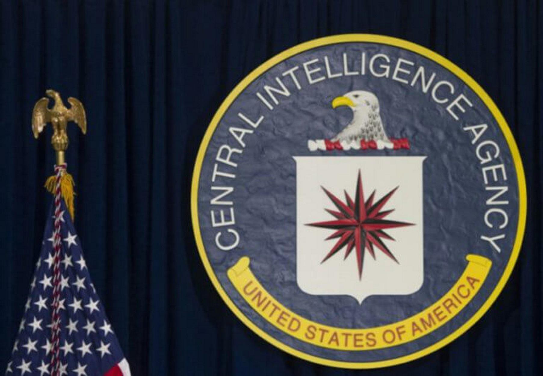 """Άνθρωπος της CIA ο μάρτυρας που """"καίει"""" τον Τραμπ αποκαλύπτουν οι New York Times!"""