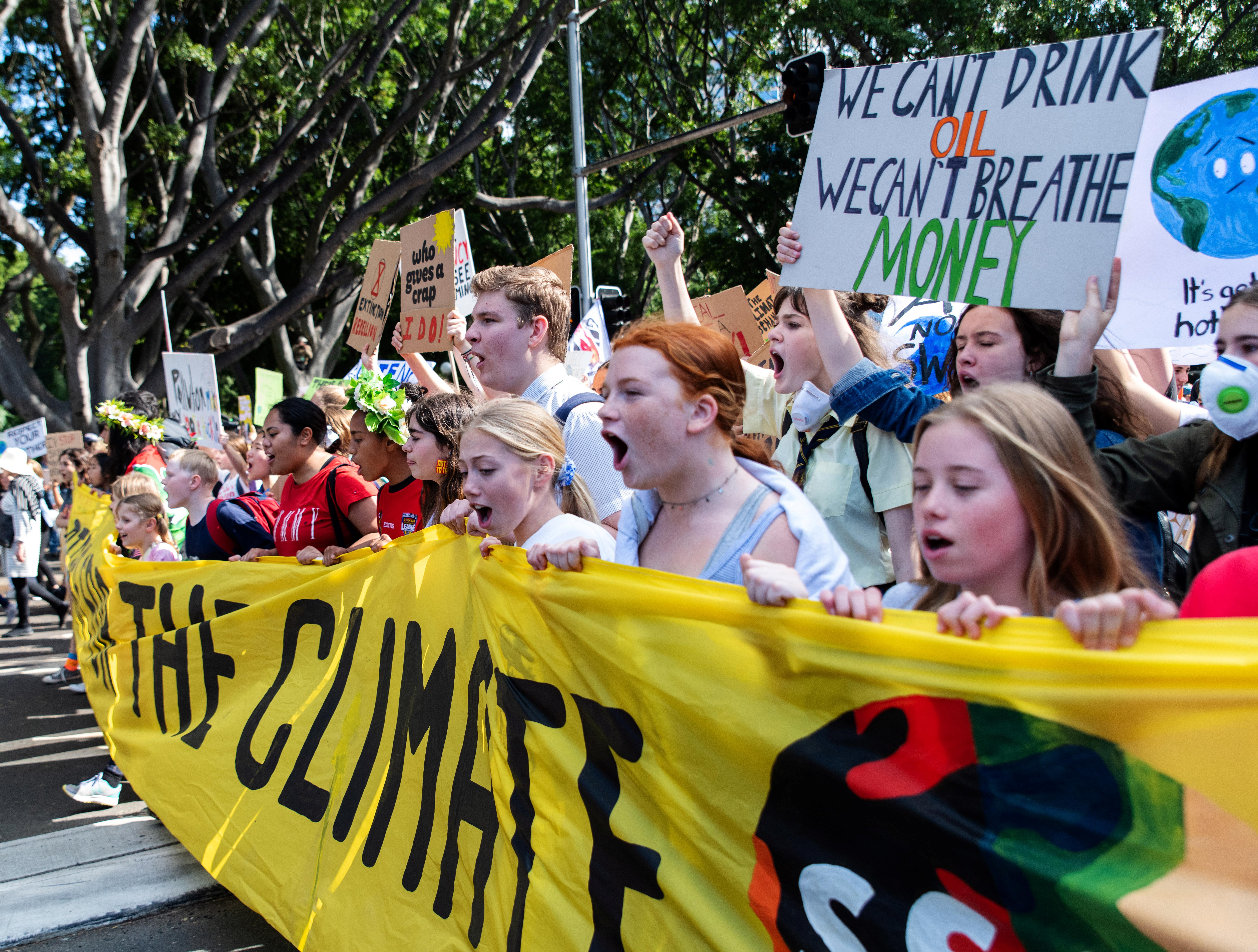 Χιλιάδες μαθητές στους δρόμους για το κλίμα – Το μήνυμα της Γκρέτα Τούνμπεργκ [pics]