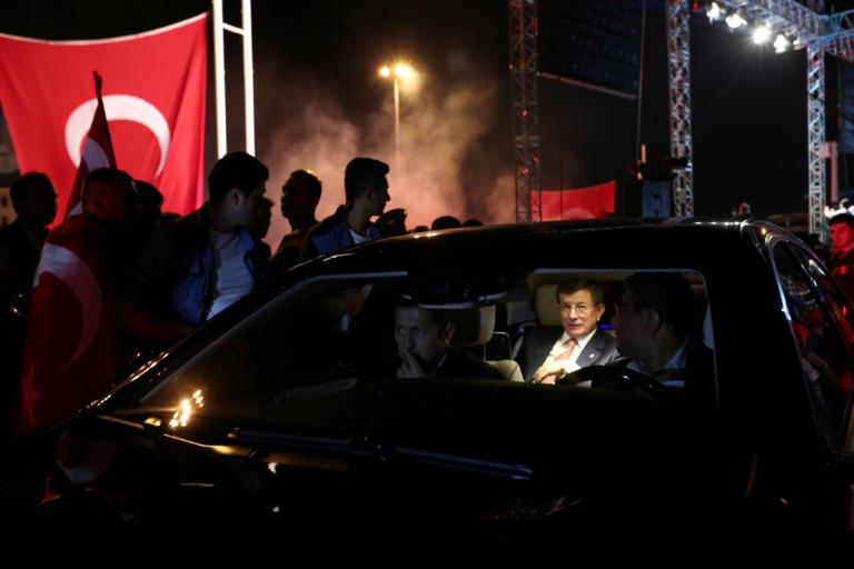 Έφυγε πριν τον… φύγουν! Παραιτήθηκε από το AKP ο Νταβούτογλου και ιδρύει κόμμα