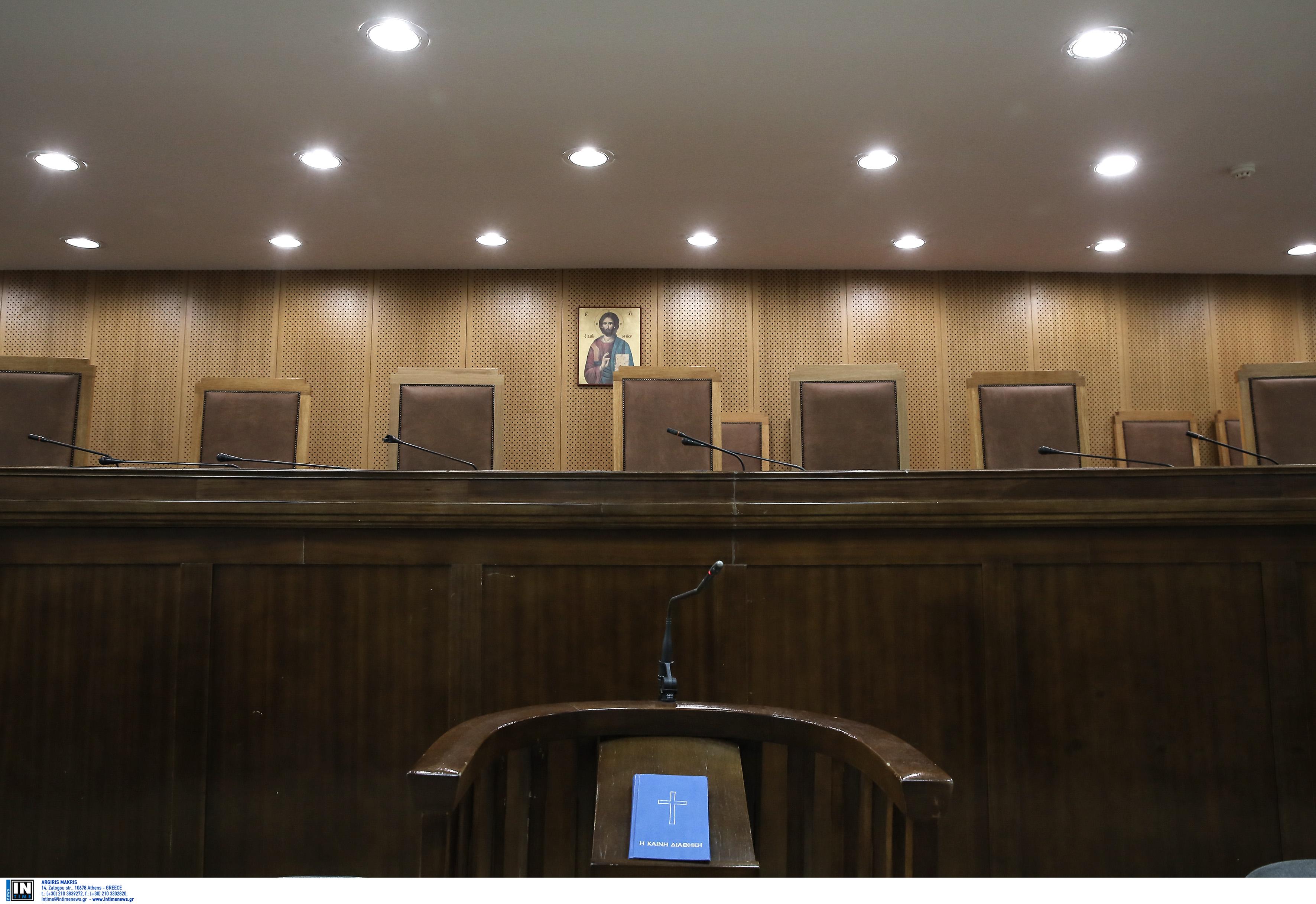 Καταδικάστηκε για κακοποίηση ζώου ο δήμαρχος Θήρας – Τι απαντούν κύκλοι του στο newsit.gr
