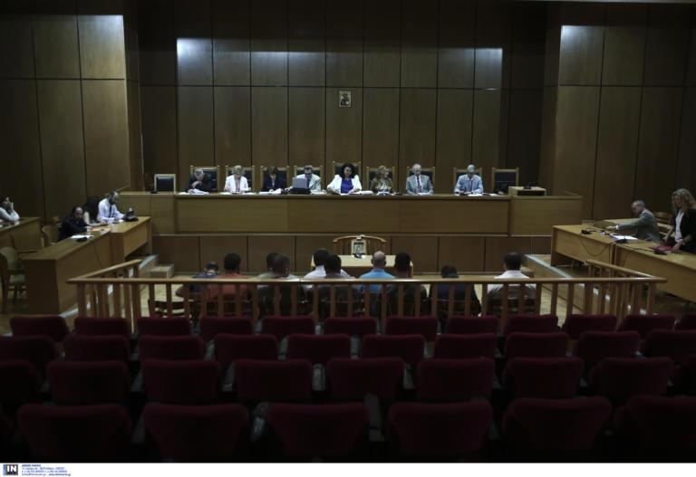 """Δίκη Χρυσής Αυγής: """"Δεν είδα, δεν ξέρω, δεν άκουσα"""", λένε τώρα οι κατηγορούμενοι! Αρνούνται τις ίδιες τις καταθέσεις τους"""