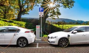 Κίνητρα για την προώθηση της ηλεκτροκίνησης μελετά το υπουργείο Περιβάλλοντος και Ενέργειας