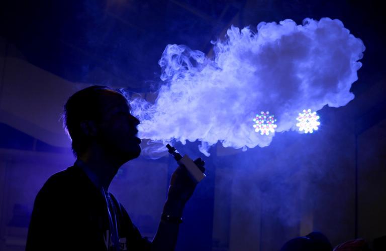 """ΗΠΑ: Και άλλος θάνατος """"ατμιστή"""" από ηλεκτρονικό τσιγάρο!"""