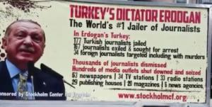 Η αφίσα στους δρόμους της Νέας Υόρκης που ξεμπροστιάζει τον Ερντογάν!