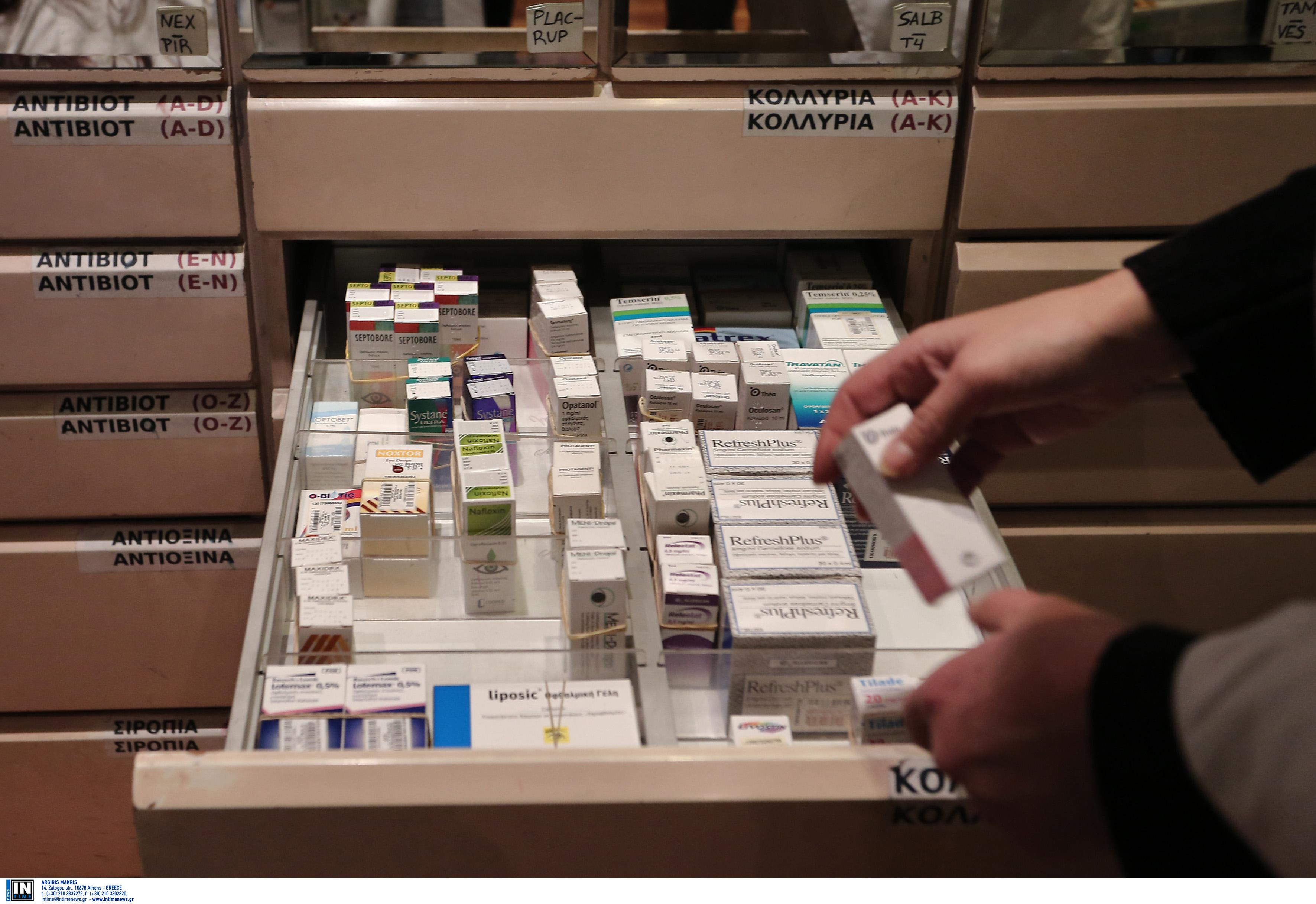 Θεσσαλονίκη: Η υπάλληλος του φαρμακείου είχε βρει την κρυψώνα του αφεντικού και τον «μαδούσε» κανονικά