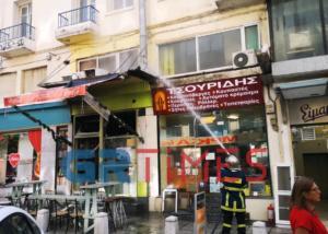 Θεσσαλονίκη: Αναστάτωση από φωτιά σε ψησταριά – Οι φλόγες ξέφυγαν γρήγορα από την κουζίνα – video