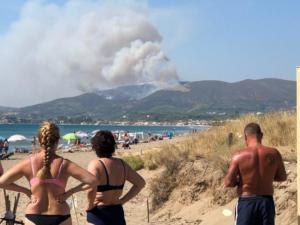 Ζάκυνθος: Ζητούν ενισχύσεις για τη μεγάλη φωτιά – Οι φλόγες αποτεφρώνουν πανέμορφο δάσος [pics]