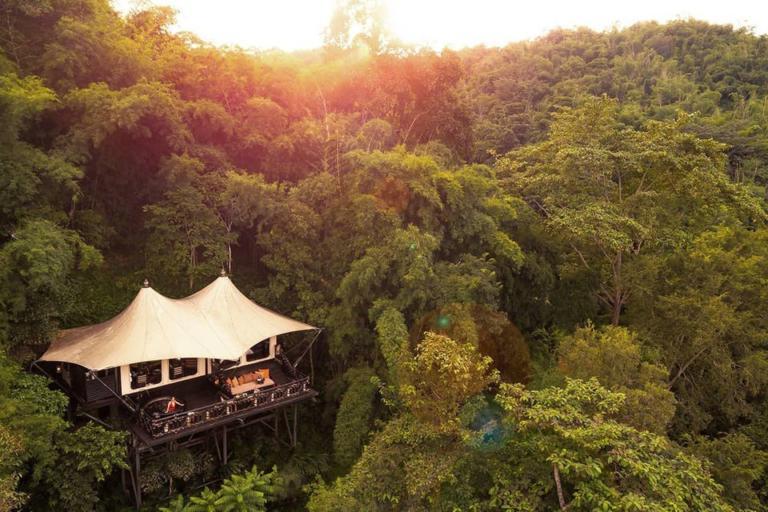 Ένα ονειρεμένο ξενοδοχείο μέσα στην ζούγκλα της Ταϊλάνδης