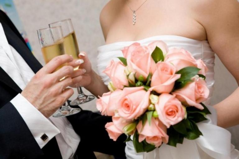 Κοζάνη: Ο γαμπρός το έκανε με τον τρόπο που ήθελε – Θέμα συζήτησης το νυφικό της αγαπημένης του [pics]