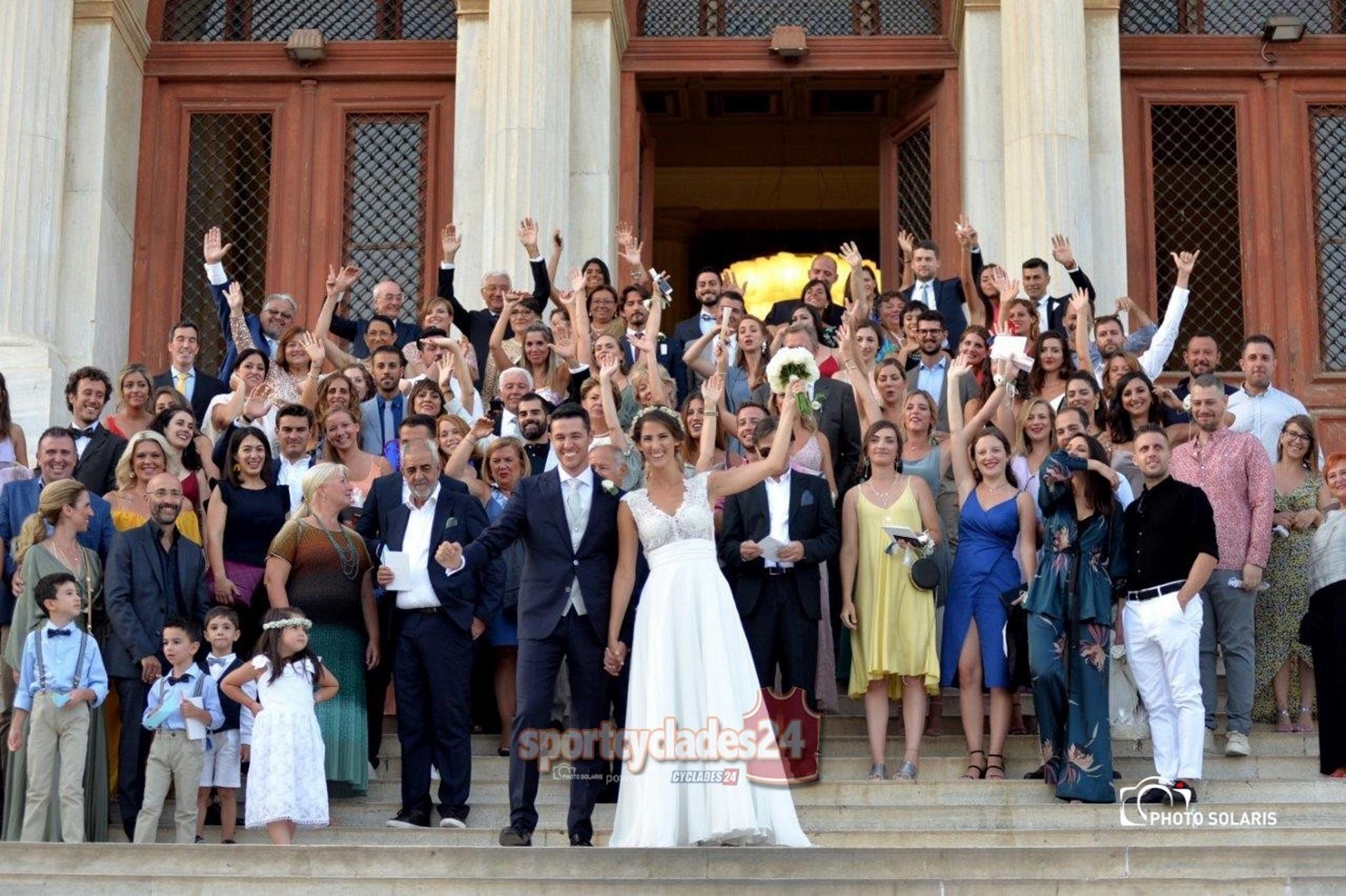 Σύρος: Η νύφη, ο γαμπρός και η μεγάλη έκπληξη – Στις φωτογραφίες δεν ήταν μόνο συγγενείς και φίλοι!