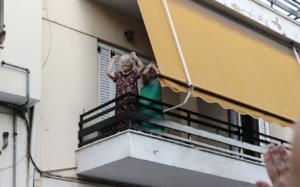Συγκινεί η γιαγιά από την πορεία για τον Παύλο Φύσσα