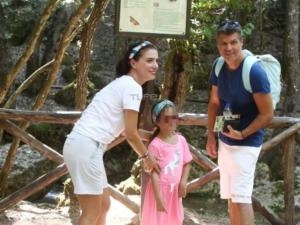 Δάρρα – Παπαχριστούδης: Εκδρομή στη Ρόδο με την κόρη τους [pics]