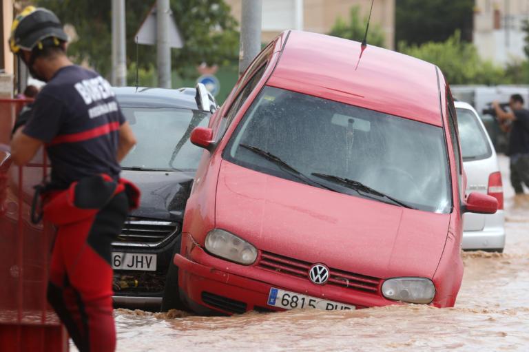 Στους τέσσερις οι νεκροί από τις καταρρακτώδεις βροχές στη νοτιοανατολική Ισπανία