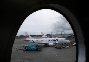 """Διχάζει η Japan Airlines για την υπηρεσία που """"προειδοποιεί"""" ότι ταξιδεύουν μωρά"""