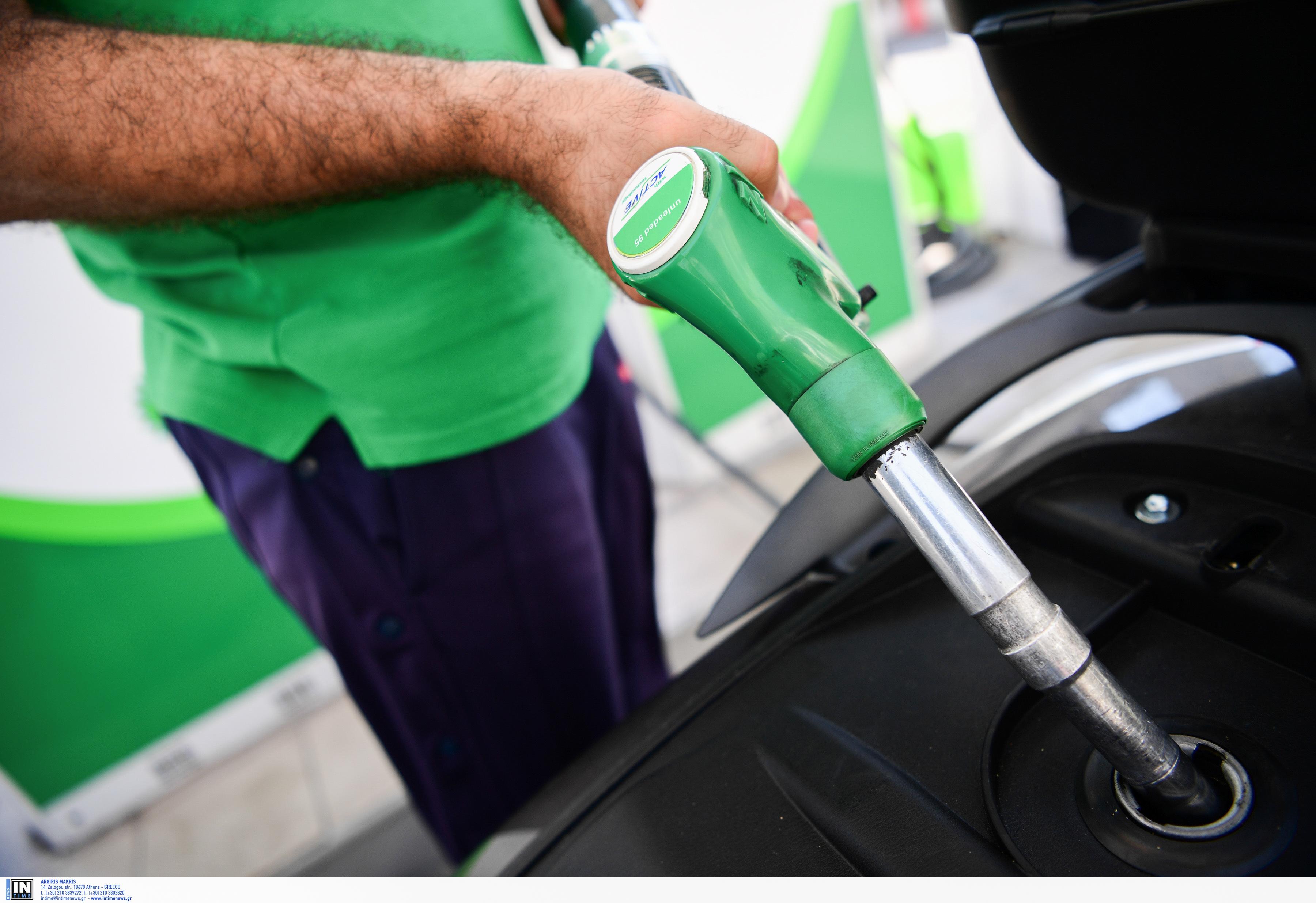 Η τιμή της βενζίνης διεθνώς πέφτει, στην Ελλάδα ανεβαίνει! Προανήγγειλαν αυξήσεις στη Θεσσαλονίκη - Έντονη η αντίδραση Γεωργιάδη
