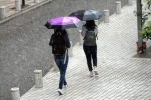 """Καιρός: Και καλό… χειμώνα! Βροχές, καταιγίδες και χαλάζι – Που θα """"χτυπήσει"""" η κακοκαιρία"""