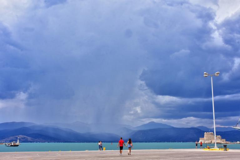Καιρός σήμερα: Άστατος με λιακάδα και μετά βροχή και καταιγίδα