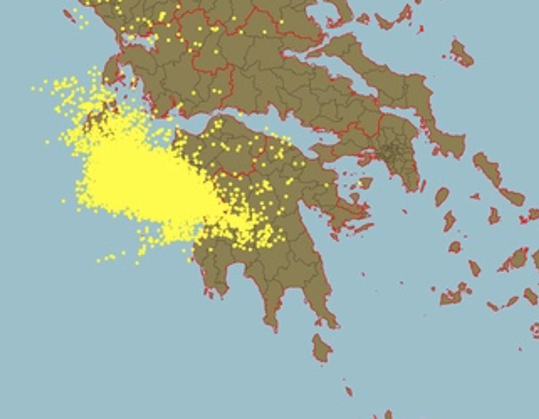 «Πνίγηκε» η Ηλεία! - 100 χιλιοστά βροχής στον Πύργο - 10.500 κεραυνοί στο Ιόνιο και στη Δυτική Ελλάδα!