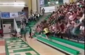 Κερκίδα κατέρρευσε πάνω σε παίκτρια του βόλεϊ! – video