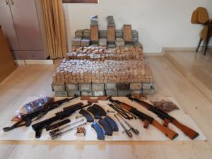 Κρήτη: Αποκαλύψεις και συλλήψεις για μεγάλη υπόθεση εμπορίας όπλων – Πίσω από τα καλάσνικοφ ένας τζίρος εκατομμυρίων [pics, video]
