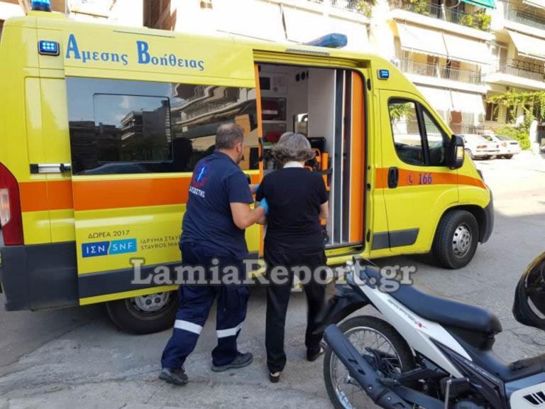 Λαμία: Μηχανάκι παρέσυρε γυναίκα – Τρεις τραυματίες από το τροχαίο στον κόμβο της Άνοιξης!