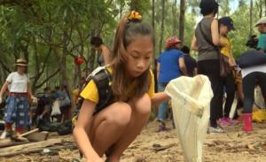 Η 12χρονη «Γκρέτα Τούνμπεργκ της Ταϊλάνδης» ρίχτηκε στη μάχη κατά των πλαστικών!