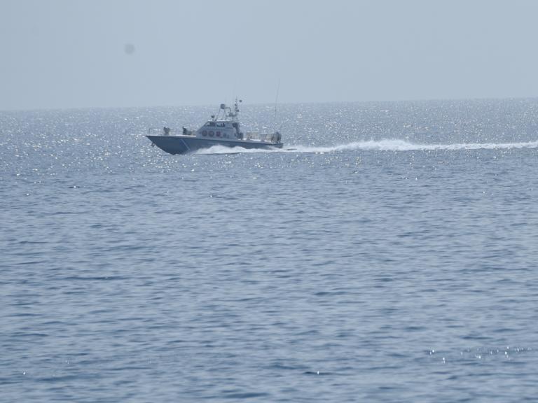Σάμος: Καταδίωξη σκάφους με πυρά