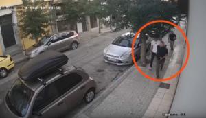 Κάμερες ασφαλείας καταγράφουν καρέ – καρέ θρασύτατη κλοπή στο κέντρο της Αθήνας