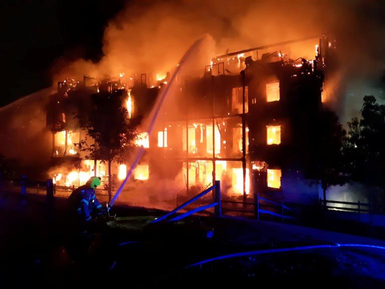 Λονδίνο: Έκρηξη σε διαμέρισμα – Πήρε φωτιά όλο το κτίριο!