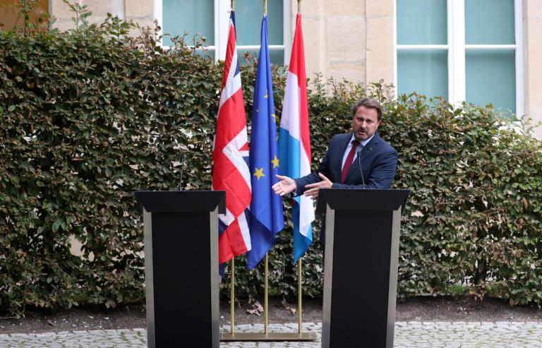 Brexit: Με… άγρια γιούχα υποδέχθηκαν τον Μπόρις Τζόνσον στο Λουξεμβούργο