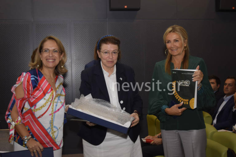 ΔΕΘ 2019: Γέμισαν… δώρα Μαρέβα και Κυριάκος Μητσοτάκης