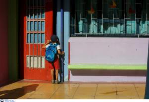 Άνοιξαν τα σχολεία: Μαθητές κουράγιο! Αυτές είναι οι αργίες