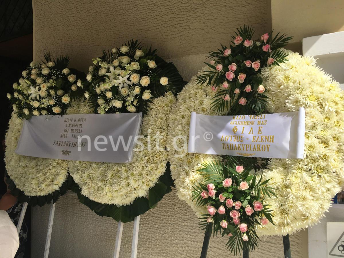 """Τελευταίο αντίο στον Λαυρέντη της καρδιάς μας – """"Βούλιαξε"""" από τον κόσμο το νεκροταφείο Ζωγράφου (Photos)"""