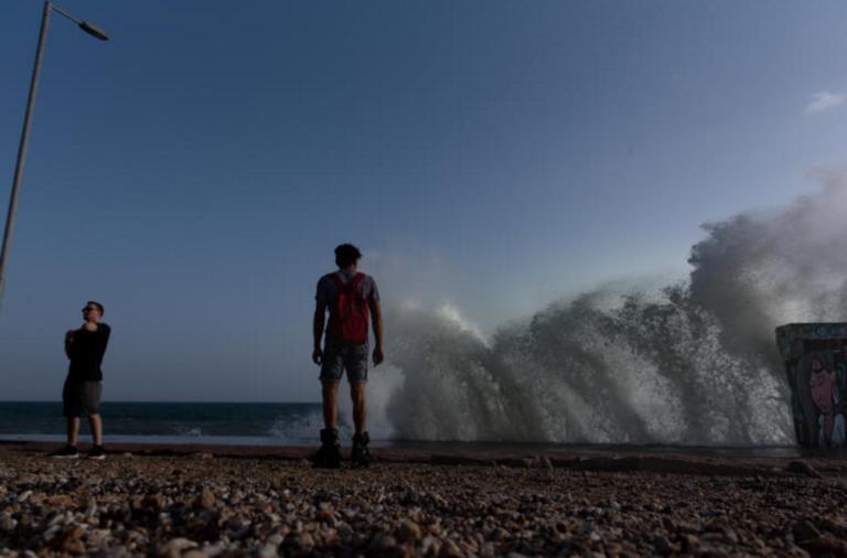Καιρός – meteo: Έρχονται «τρελά» μελτέμια – Παρούσα η ζέστη – Πού θα βρέξει