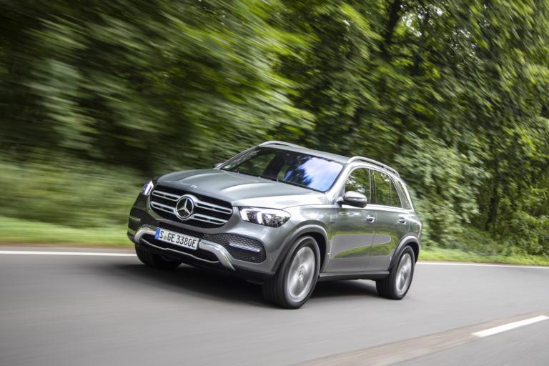Η Mercedes-Benz βάζει τις GLE και GLC στην… πρίζα!