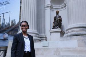 """Τέσσερις Αφρικανές… Καρυάτιδες στην πρόσοψη του """"Met"""", στη Νέα Υόρκη"""