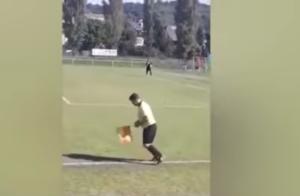 """""""Λιώμα"""" στο γήπεδο! Μεθυσμένος επόπτης σε αγώνα στην Τσεχία – video"""