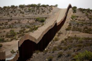 Μεξικό: Χειροπέδες σε 300 μετανάστες που προσπαθούσαν να περάσουν στις ΗΠΑ!