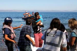 Οινούσσες: Ένα βρέφος και ένα παιδάκι 4 ετών τα θύματα του ναυαγίου – Αγωνία για τους αγνοούμενους!