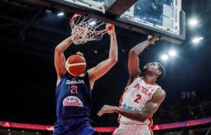 Μουντομπάσκετ 2019: Φοβερός Μιλουτίνοφ! Κάρφωσε στο πρόσωπο του αντιπάλου του – video