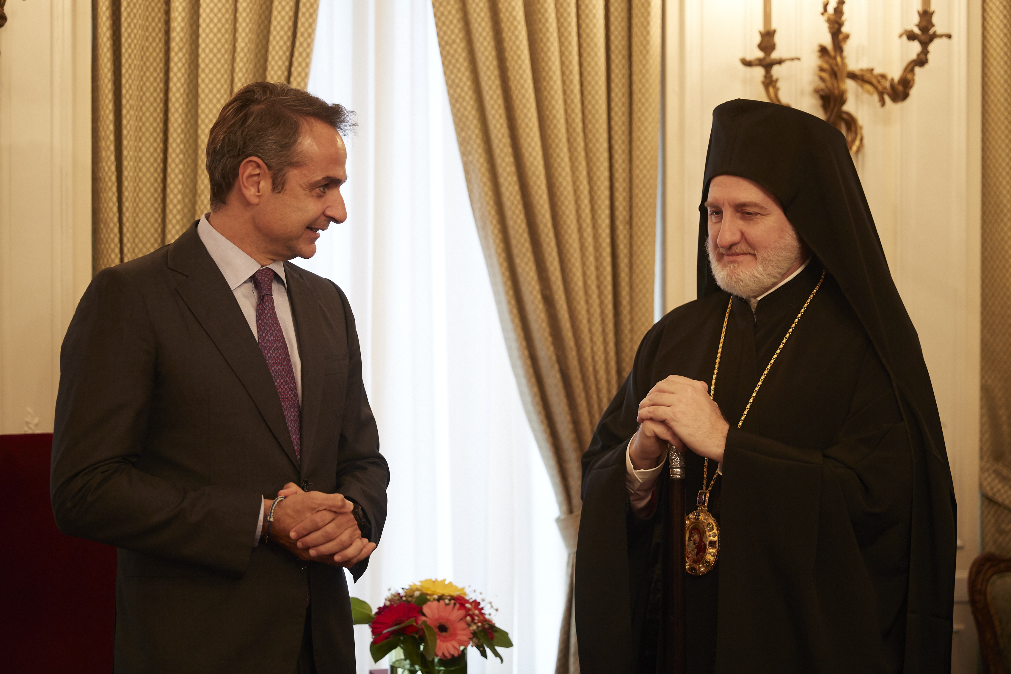 «Βράζουν» Αθήνα και Λευκωσία για τον Αρχιεπίσκοπο Αμερικής Ελπιδοφόρο – Το παρασκήνιο