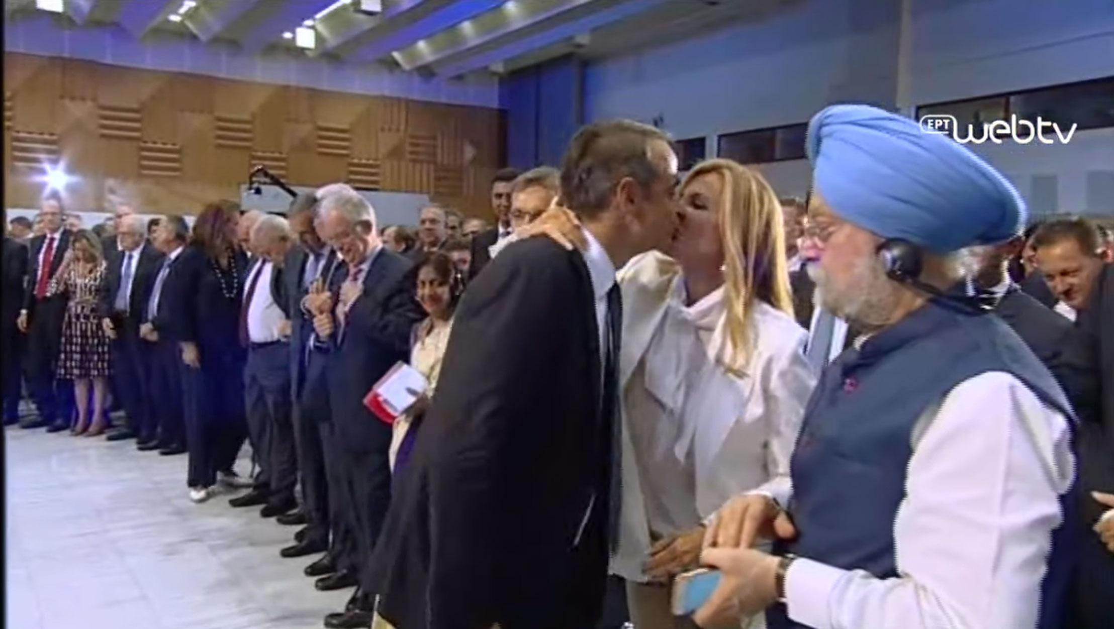 Το φιλί του Κυριάκου Μητσοτάκη στην εντυπωσιακή Μαρέβα – Όλα όσα έγιναν στο Βελλίδειο