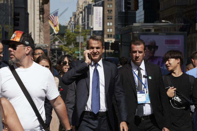 Στον ΣΥΡΙΖΑ δεν πιστεύουν ότι ήταν προγραμματισμένη η συνάντηση Μητσοτάκη – Τραμπ